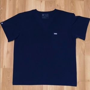 LARGE MENS NAVY FIGS LEON: TWO-POCKET SCRUB TOP